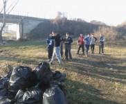 2015-01-15 VIDRA-Ciscenje korita rijeke Bosne (4)