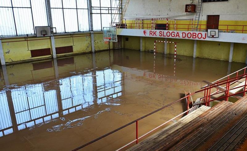 A. Fiskulturna sala škole u Doboju devastirana u poplavama