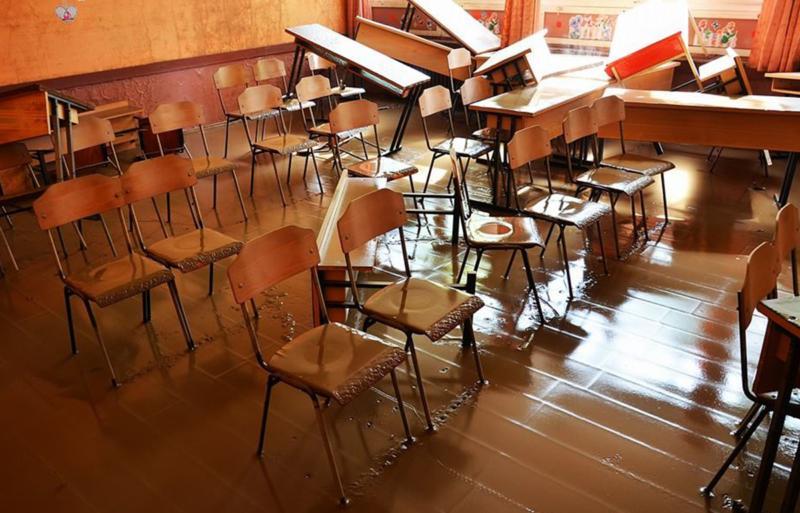 C. Učionice devastirane  u poplavama