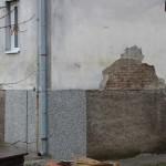 B Tragovi vode su još uvijek vidljivi na fasadama u Šamcu