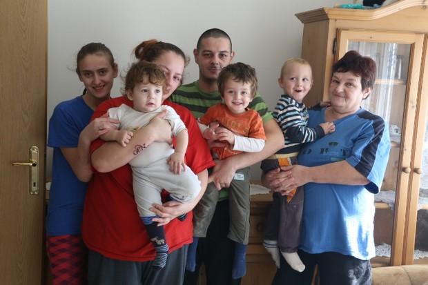 D Jelica Stefanović u svom stanu od 38.5 kvadrata živi sa još sedam ukućana