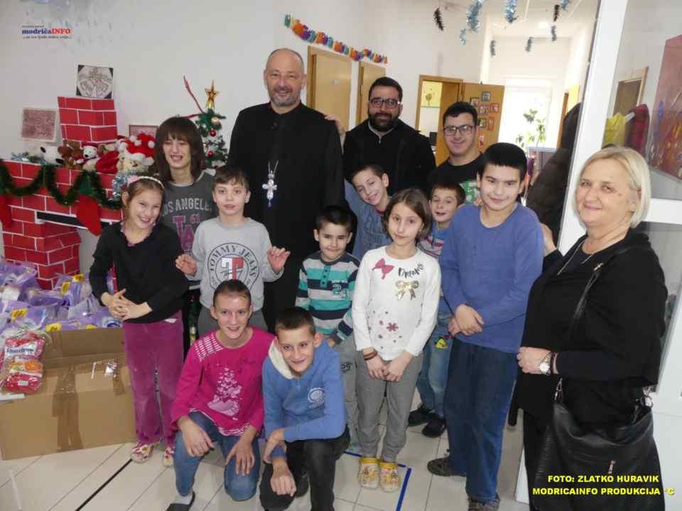 2019-12-24 DNEVNI CENTAR-PAKETIĆI OD SPC (11)