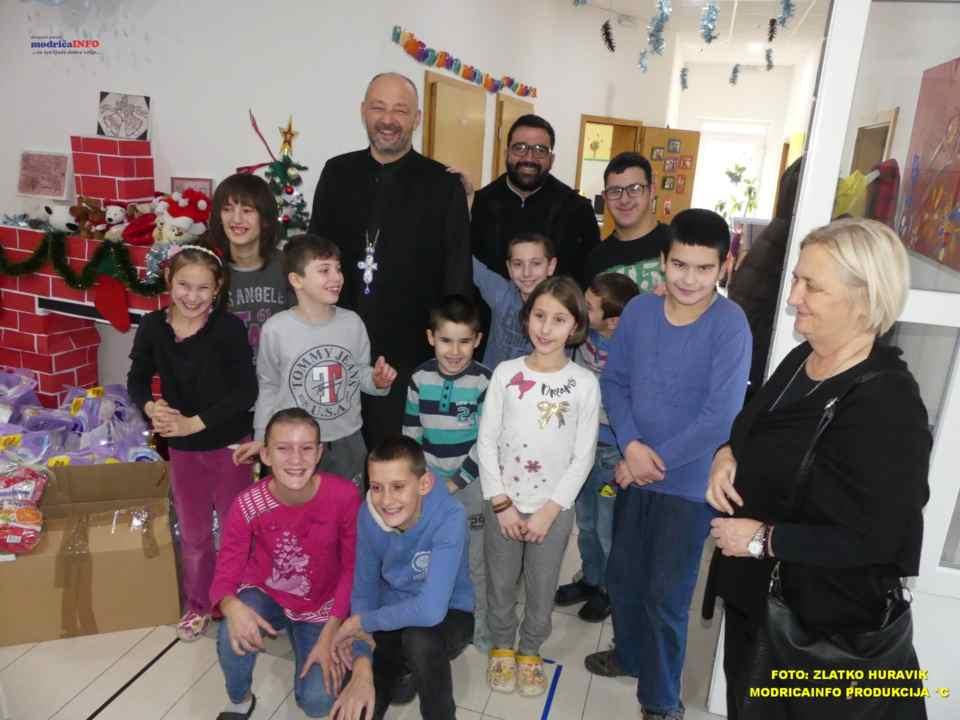2019-12-24 DNEVNI CENTAR-PAKETIĆI OD SPC (12)