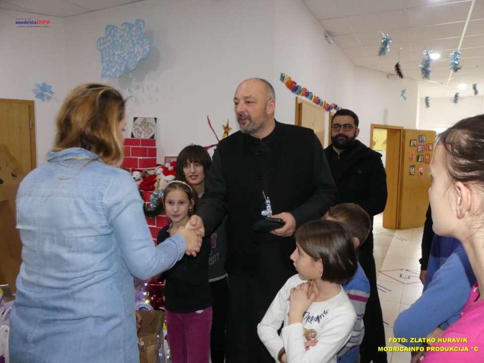 2019-12-24 DNEVNI CENTAR-PAKETIĆI OD SPC (14)