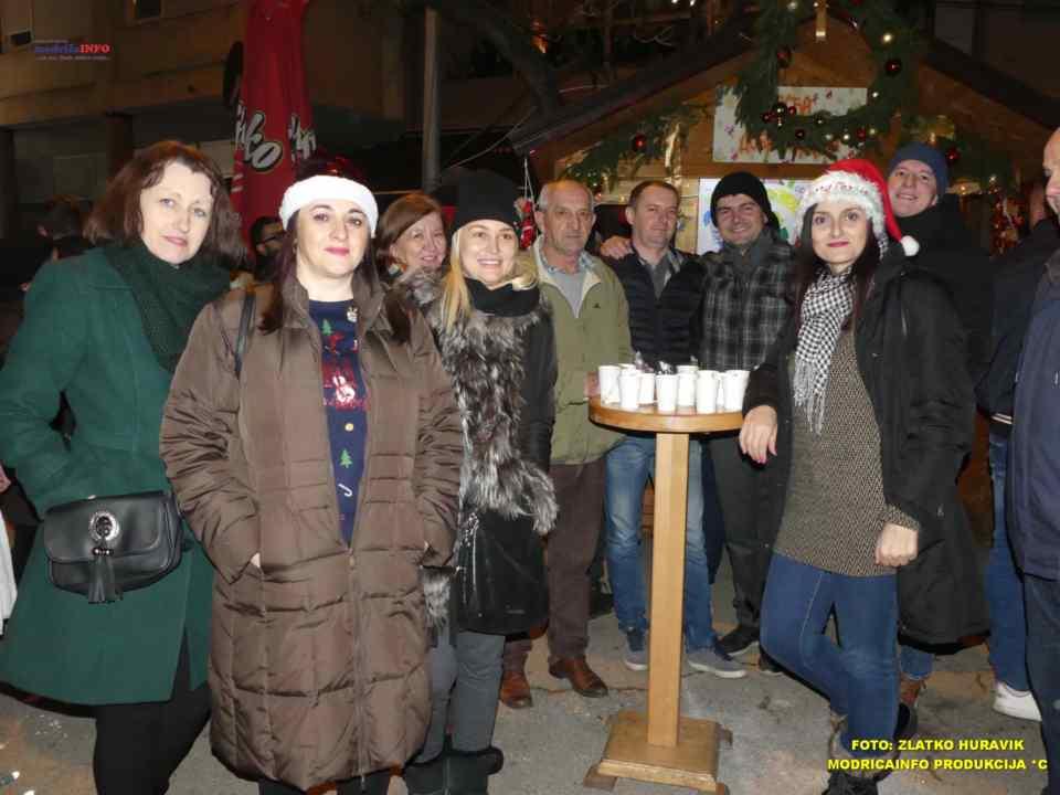 2019-12-26 ZIMSKI GRAD-KONCERT GROOVE STREET (13)
