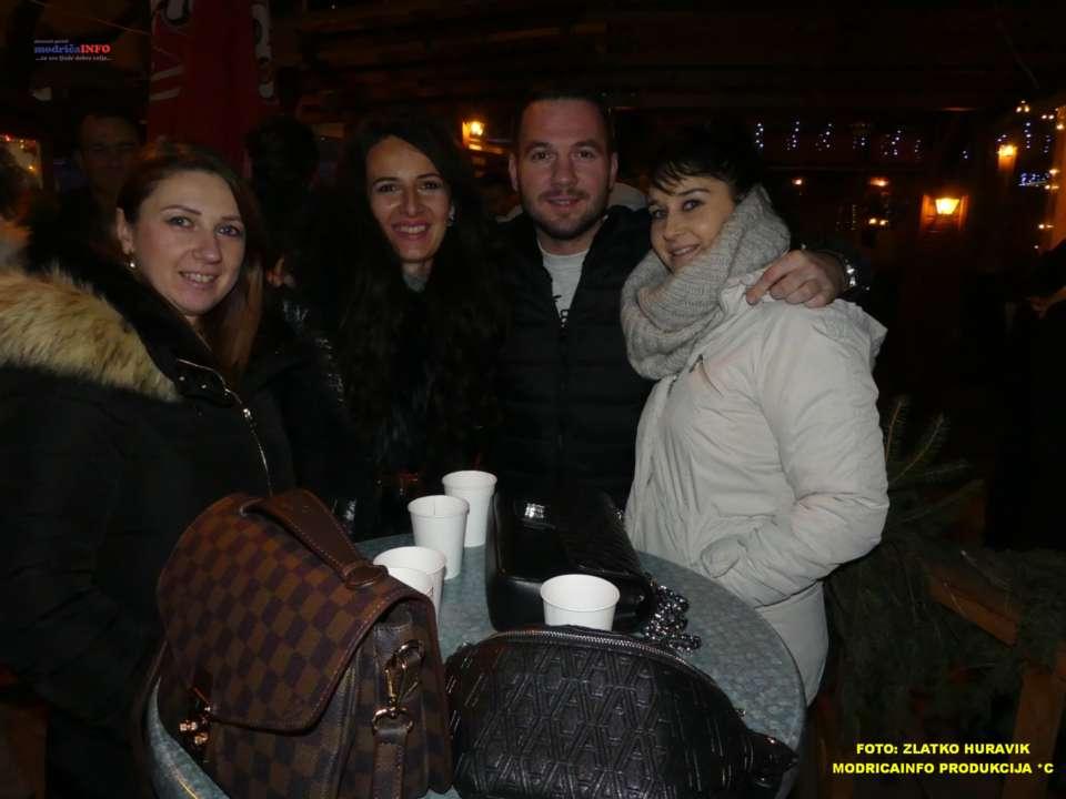 2019-12-26 ZIMSKI GRAD-KONCERT GROOVE STREET (18)