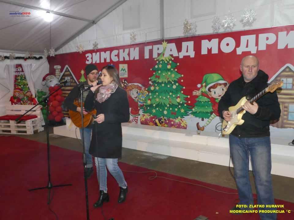 2019-12-26 ZIMSKI GRAD-KONCERT GROOVE STREET (2)