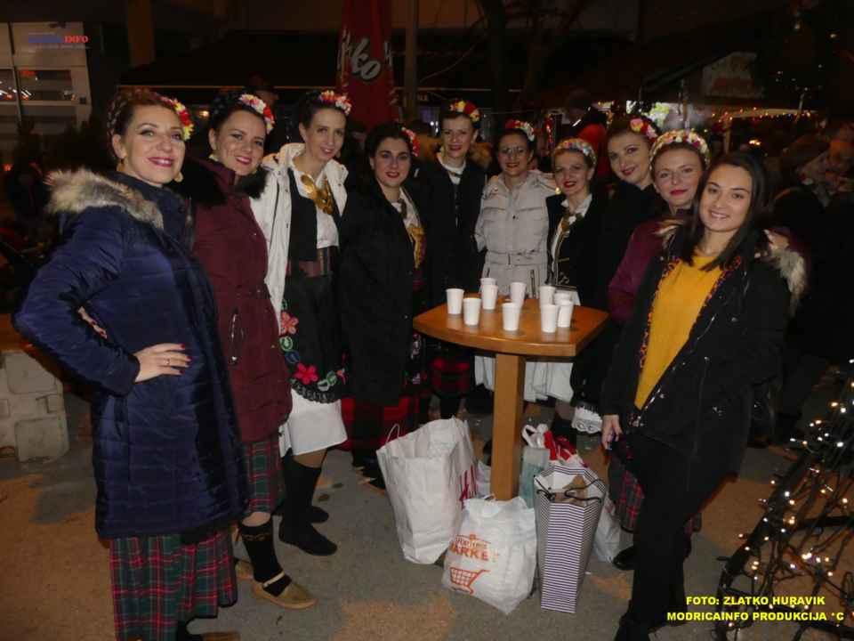 2019-12-26 ZIMSKI GRAD-KONCERT GROOVE STREET (20)