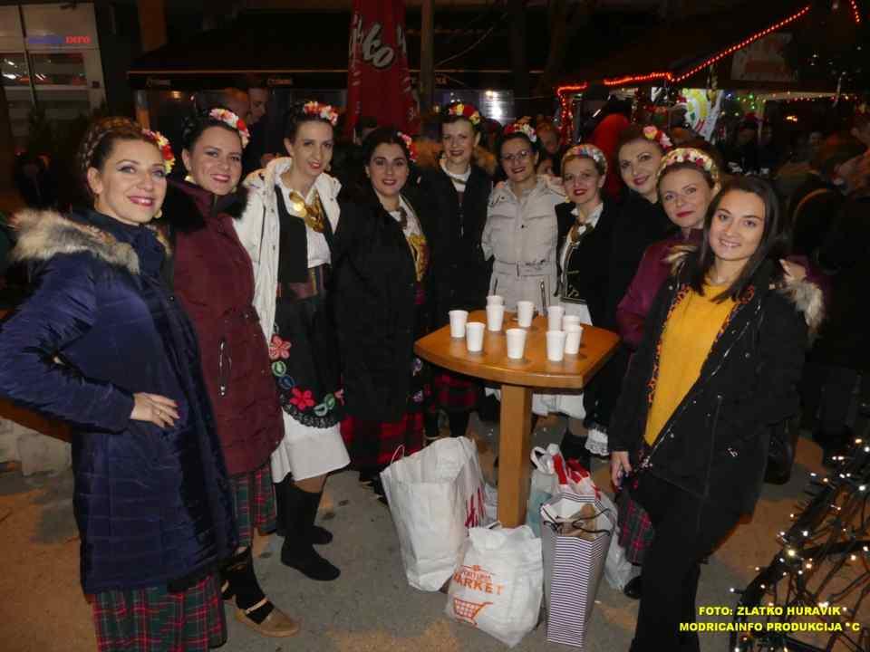 2019-12-26 ZIMSKI GRAD-KONCERT GROOVE STREET (21)