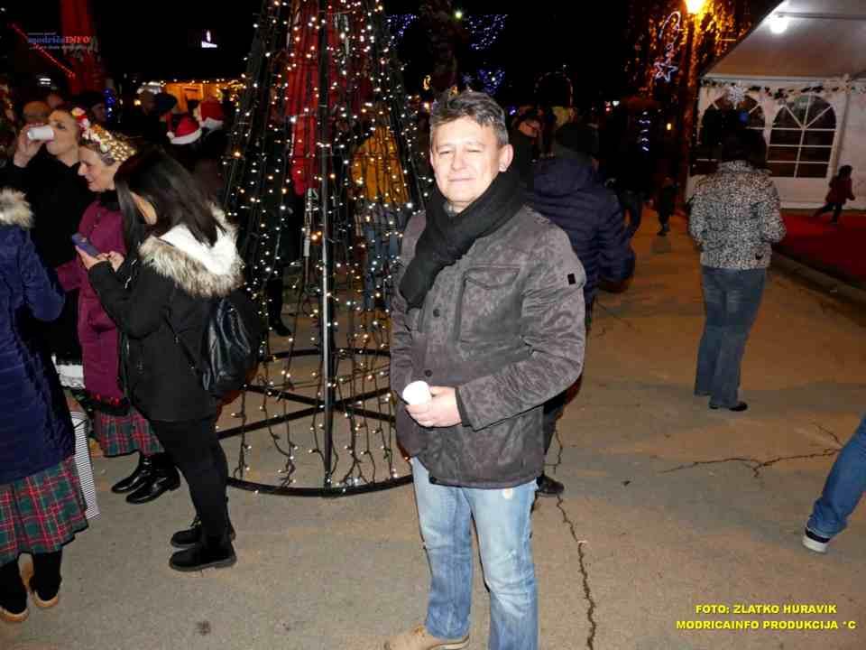 2019-12-26 ZIMSKI GRAD-KONCERT GROOVE STREET (22)