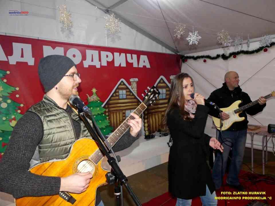 2019-12-26 ZIMSKI GRAD-KONCERT GROOVE STREET (27)