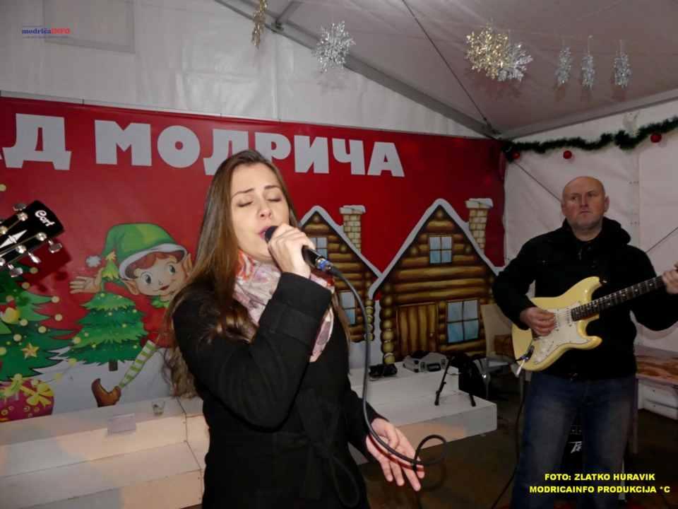 2019-12-26 ZIMSKI GRAD-KONCERT GROOVE STREET (28)