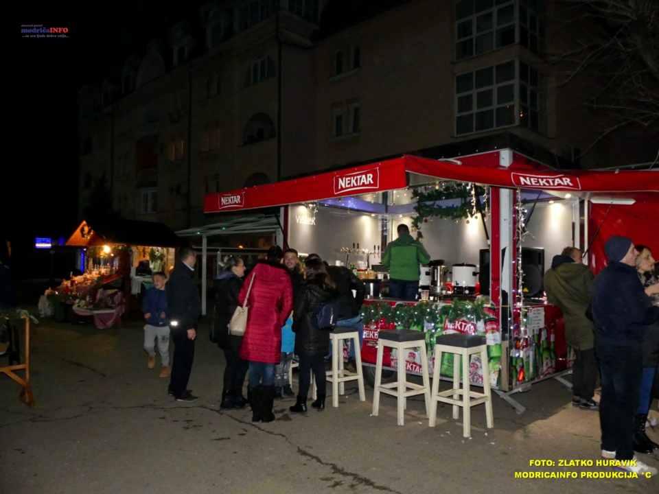 2019-12-26 ZIMSKI GRAD-KONCERT GROOVE STREET (30)
