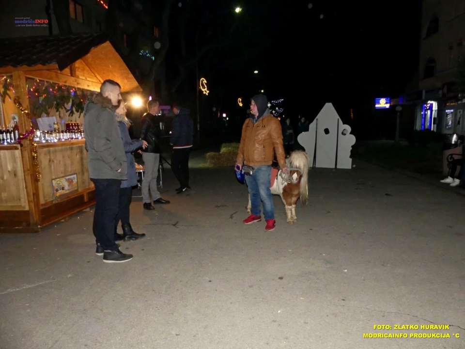 2019-12-26 ZIMSKI GRAD-KONCERT GROOVE STREET (36)