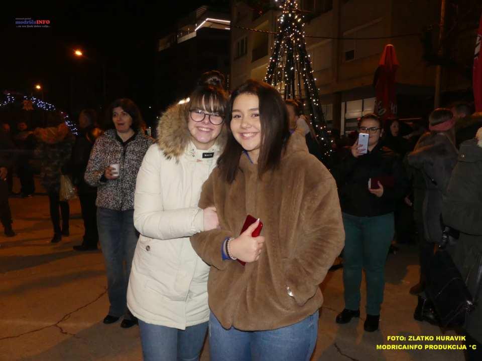 2019-12-26 ZIMSKI GRAD-KONCERT GROOVE STREET (4)