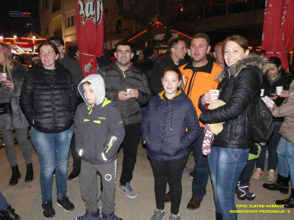 2019-12-26 ZIMSKI GRAD-KONCERT GROOVE STREET (5)