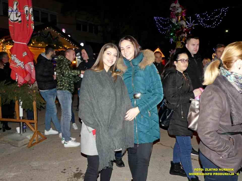 2019-12-26 ZIMSKI GRAD-KONCERT GROOVE STREET (8)