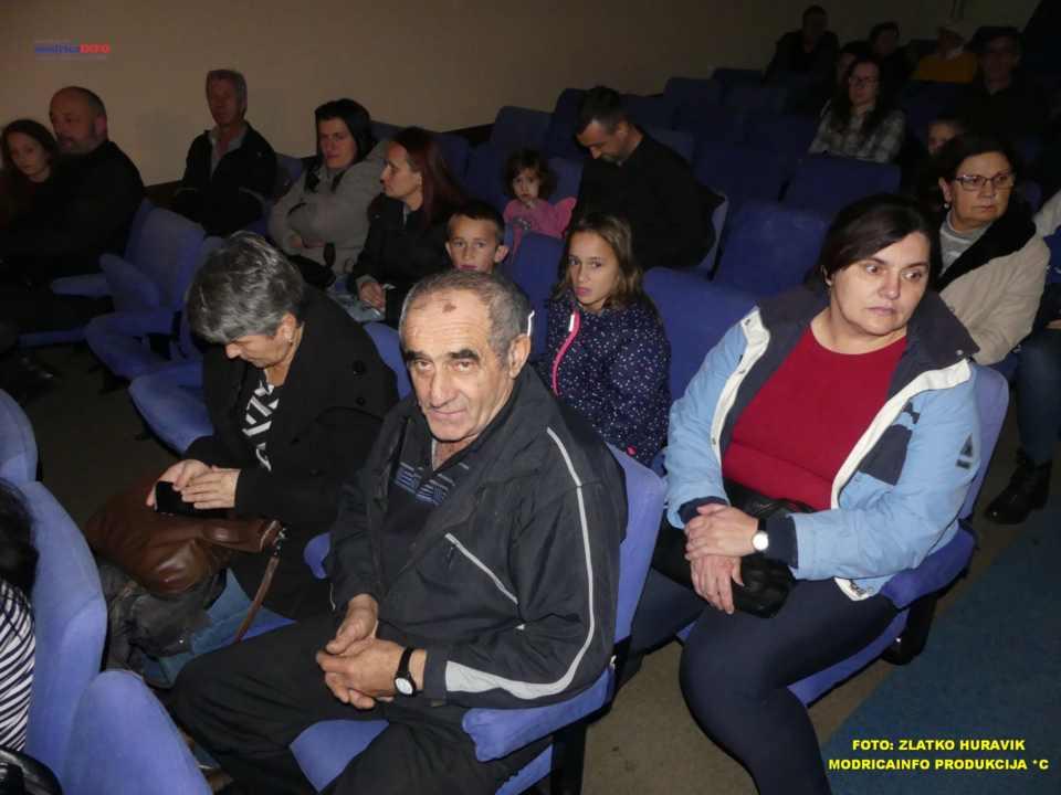 2019-12-26 ZIMSKI GRAD-NASTUP DJECE IZ DNEVNOG CENTRA (11)