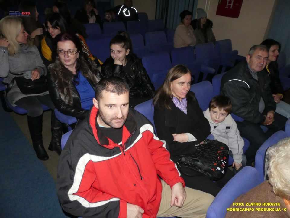 2019-12-26 ZIMSKI GRAD-NASTUP DJECE IZ DNEVNOG CENTRA (16)
