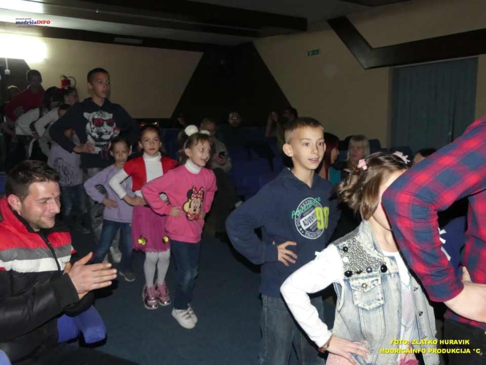 2019-12-26 ZIMSKI GRAD-NASTUP DJECE IZ DNEVNOG CENTRA (26)