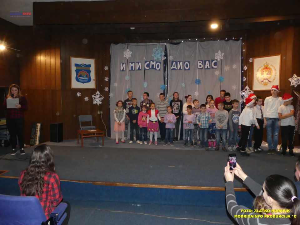 2019-12-26 ZIMSKI GRAD-NASTUP DJECE IZ DNEVNOG CENTRA (32)