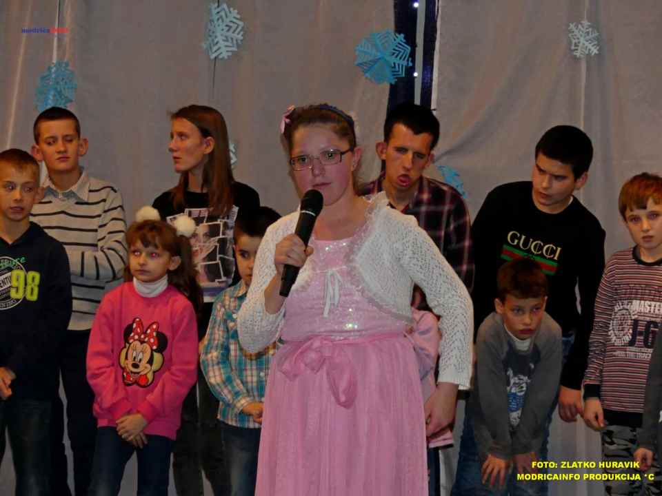 2019-12-26 ZIMSKI GRAD-NASTUP DJECE IZ DNEVNOG CENTRA (51)
