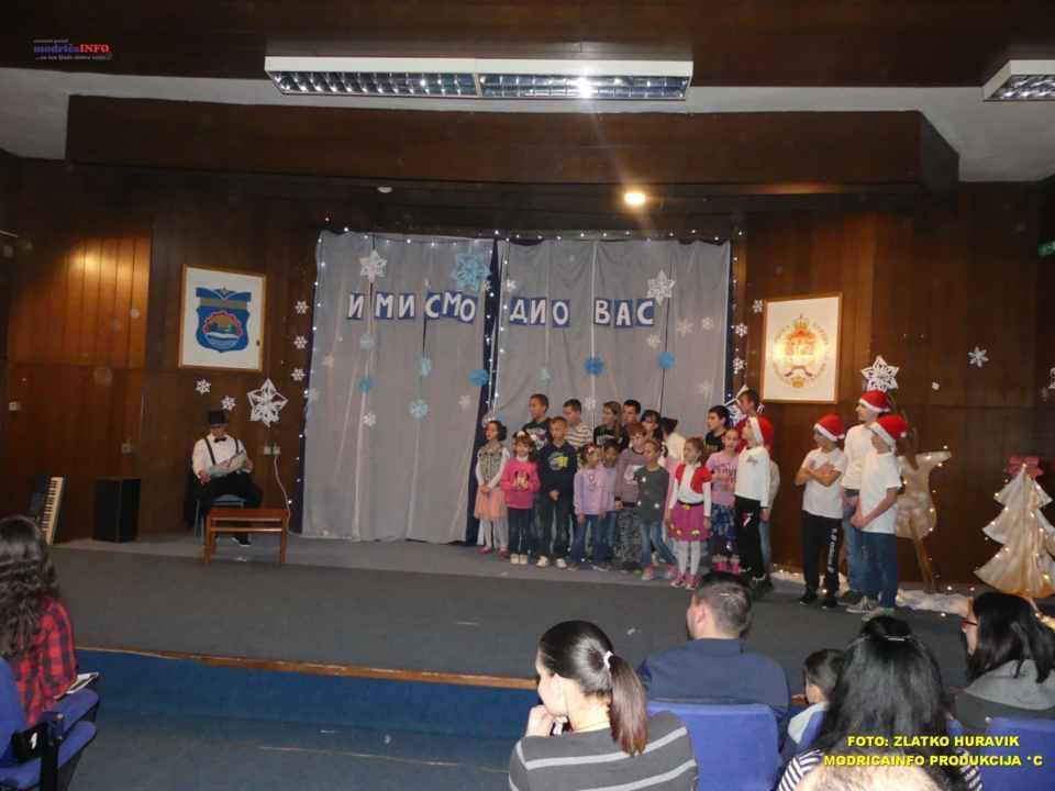 2019-12-26 ZIMSKI GRAD-NASTUP DJECE IZ DNEVNOG CENTRA (52)