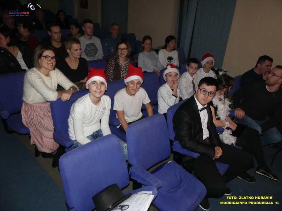 2019-12-26 ZIMSKI GRAD-NASTUP DJECE IZ DNEVNOG CENTRA (6)