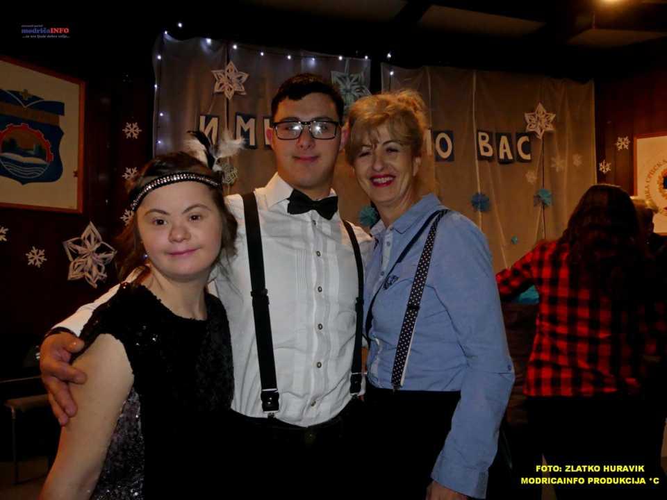 2019-12-26 ZIMSKI GRAD-NASTUP DJECE IZ DNEVNOG CENTRA (65)