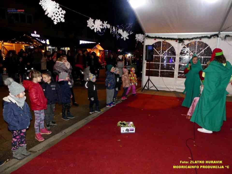 2019-12-29 ZIMZOGRAD-PREDSTAVA ZA DJECU I KONCERT (28)