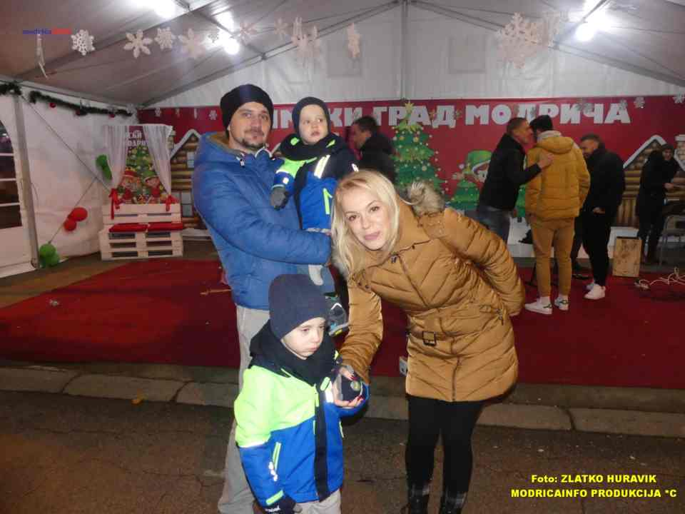 2019-12-29 ZIMZOGRAD-PREDSTAVA ZA DJECU I KONCERT (60)