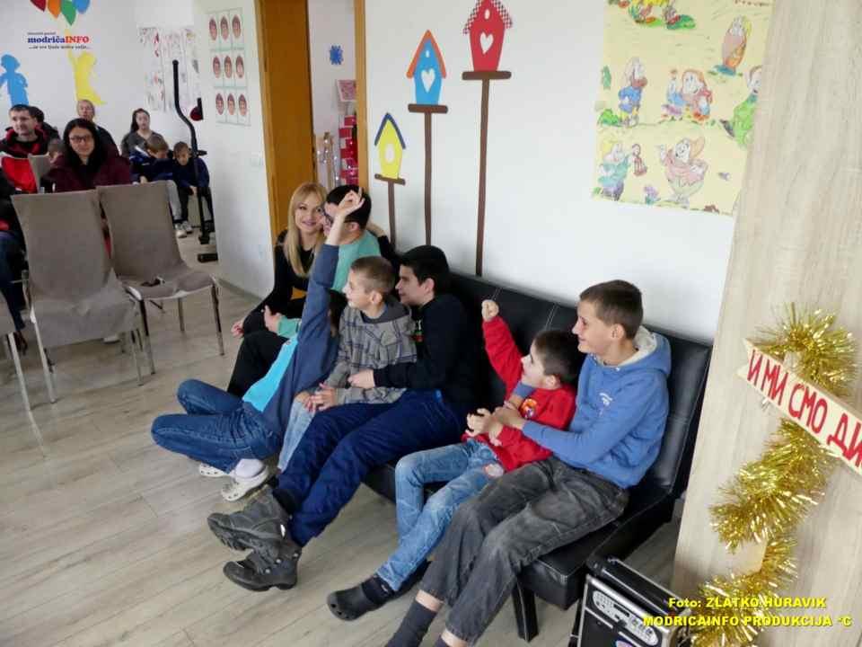 2019-12-31 PODJELA PAKETIĆA U DNEVNOM CENTRU (2)