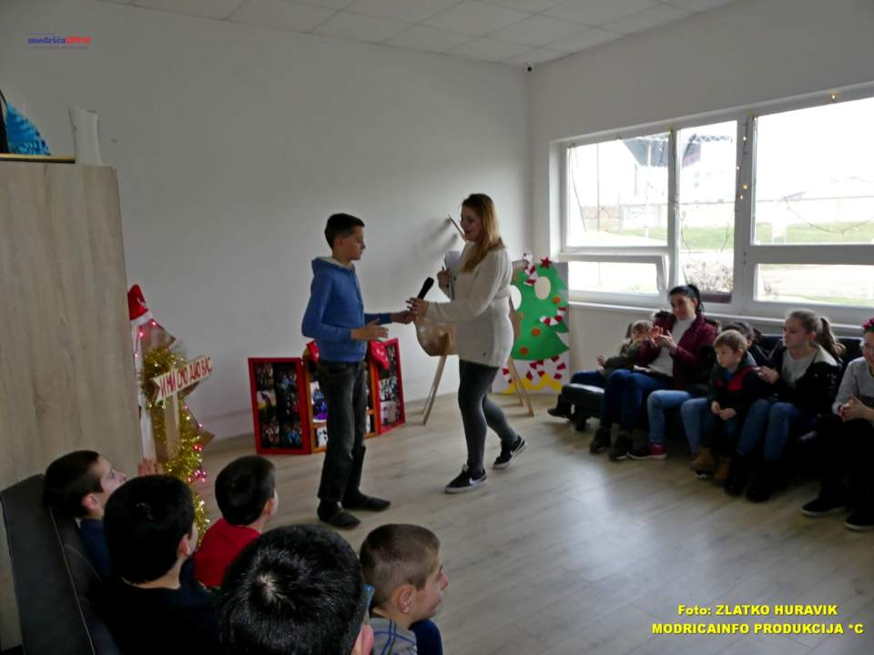 2019-12-31 PODJELA PAKETIĆA U DNEVNOM CENTRU (22)