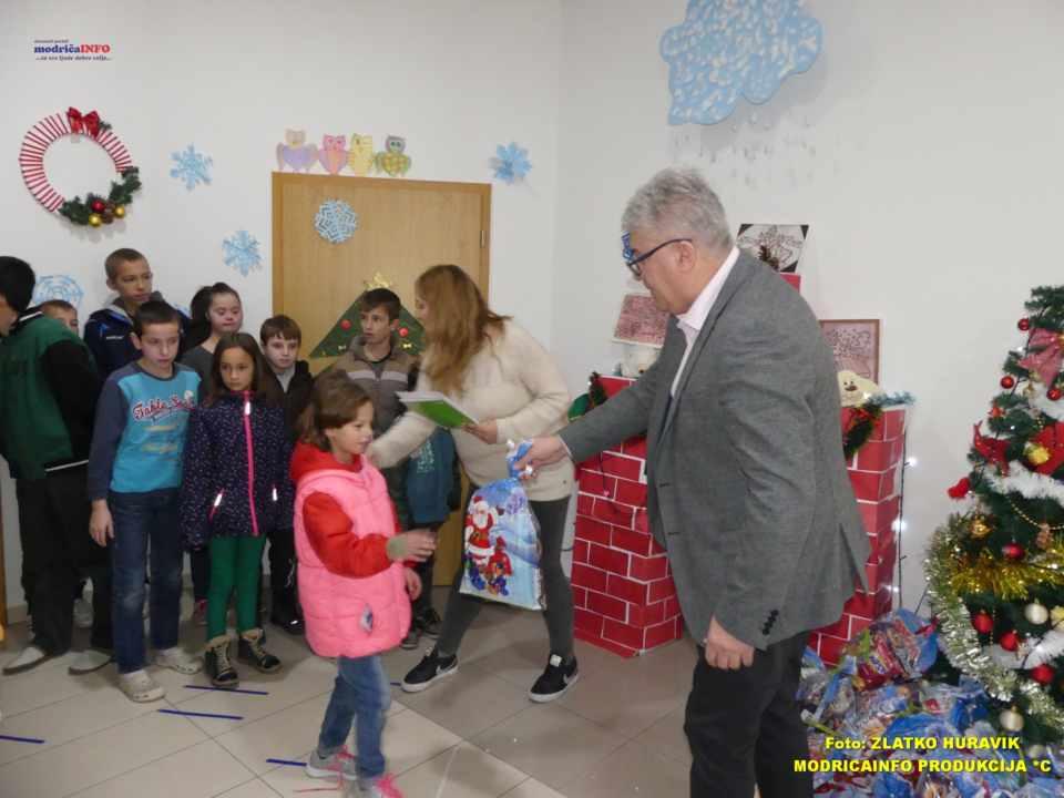 2019-12-31 PODJELA PAKETIĆA U DNEVNOM CENTRU (37)