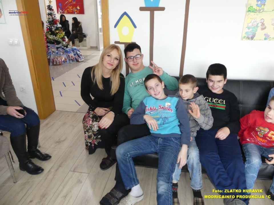 2019-12-31 PODJELA PAKETIĆA U DNEVNOM CENTRU (5)